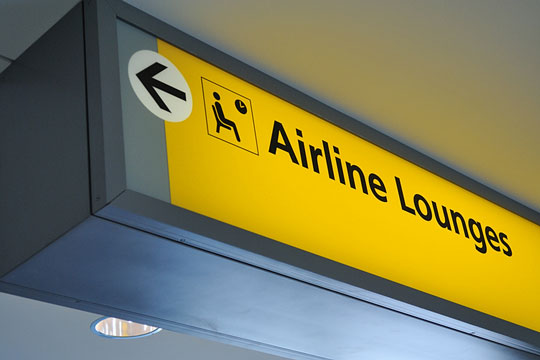 Sign directing passengers to airline lounges